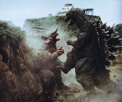 Godzilla-Mothra-and-King-Ghidorah-Giant-Monsters-All-Out-Attack-2001-4.jpg
